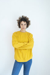 Portrait of confident woman wearing yellow sweater - JOSF02706