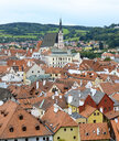 Czechia, Cesky Krumlov, view to Church St. Veit and roofscape in the foreground - BFRF01964
