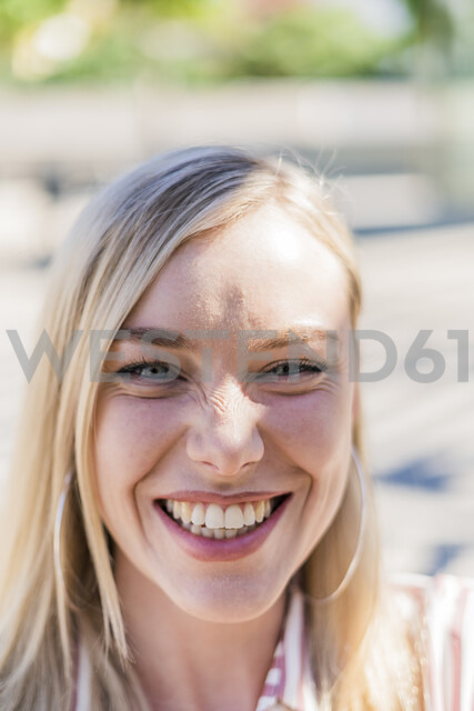 Portrait of laughing blond woman - GIOF05465 - Giorgio Fochesato/Westend61