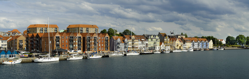 Denmark, Jutland, Sonderborg, view on city harbour - UMF00915