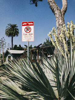 USA, Los Angeles, Venice Residential Area, tow-away zone sign - JUBF00307