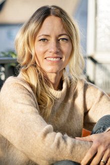 Portrait of smiling blond woman - DMOF00091