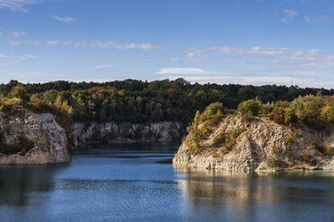Poland, Krakow, Zakrzowek reservoir, lake and cliffs at old limestone quarry - ABOF00408