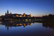 Poland, Krakow, Wawel Castle and Vistula River at twilight - ABOF00411