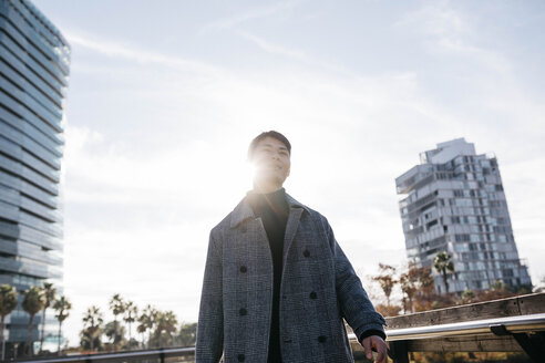 Spain, Barcelona, young man at backlight - JRFF02454