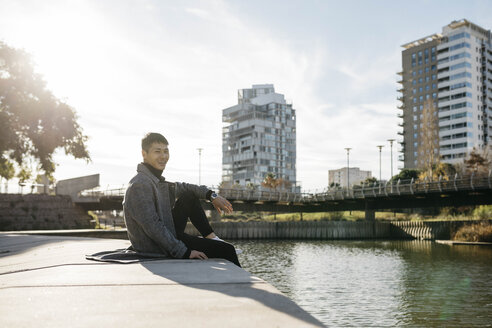 Spain, Barcelona, young man relaxing in the city - JRFF02457