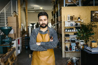 Small business owner in his coffee roaster shop - FOLF09999
