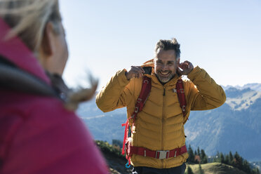 Austria, Tyrol, happy man with woman hiking in the mountains - UUF16362