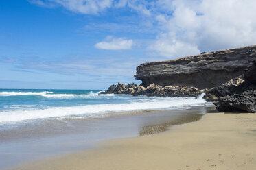 Spain, Canary Islands, Fuerteventura, La Pared, Playa del Viejo Rey - RUNF00853