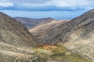 Spain, Canary Islands, Fuerteventura, artificial dam in the mountains - RUNF00859