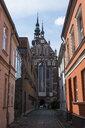 Germany, Greifswald, view through an alley - RUNF00907
