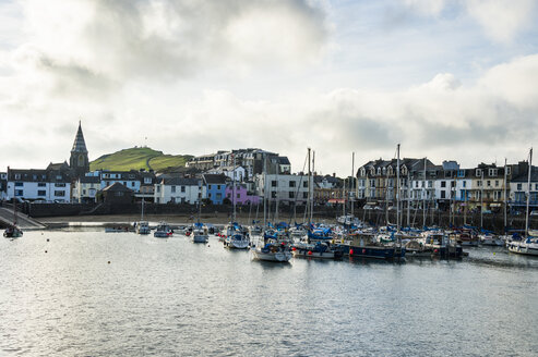 UK, England, Devon, Picturesque harbour town of Ilfracombe - RUNF00916