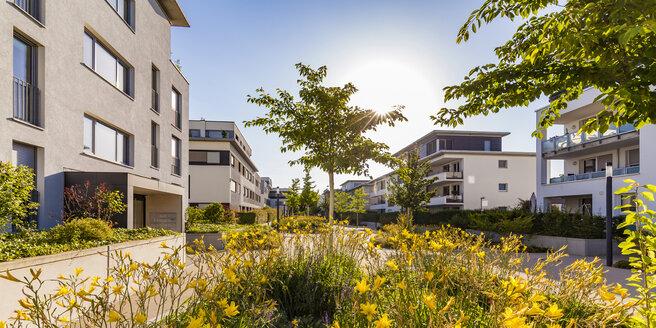 Deutschland, Baden-Württemberg, Ludwigsburg, Wohngebiet, moderne Mehrfamilienhäuser, Wohnhäuser, Wohnungen, Eigenturmswohnungen, Mietwohnungen - WDF05038