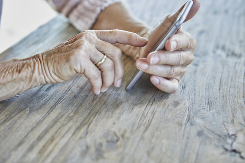 Woman's hands using smartphone, close-up - RBF06986