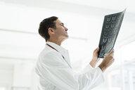 Doctor examining MRT image in medical practice - JOSF02800
