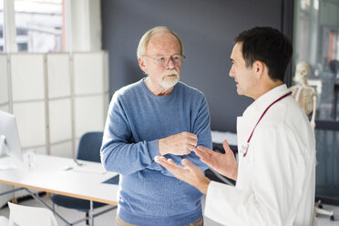 Doctor and patient talking in medical practice - JOSF02818