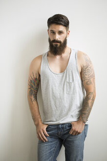 Portrait of man with beard and tattoo arms - HEROF04723