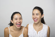 Brunette twin sisters laughing - HEROF04732