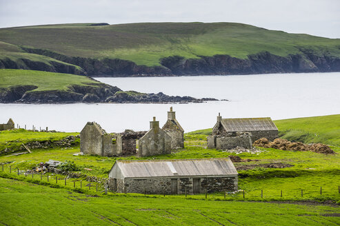 United Kingdom, Scotland, Shetland Islands, abandonded farm - RUNF00974