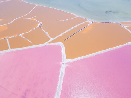 Mexiko, Yucatan, Las Coloradas, Pink Lake salt lake - MMAF00753