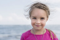 Portrait of smiling little girl at the sea - PSIF00217