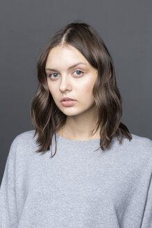 Portrait of young woman - VGF00181