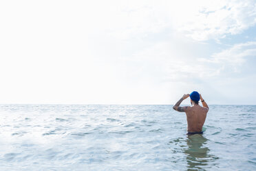 Swimmer getting ready to go into sea - CUF47040
