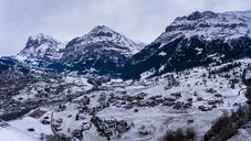 Switzerland, Canton of Bern, Grindelwald, townscape in winter - AMF06692