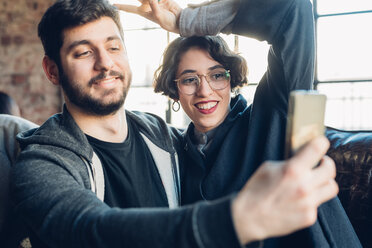 Couple taking selfie - CUF47262