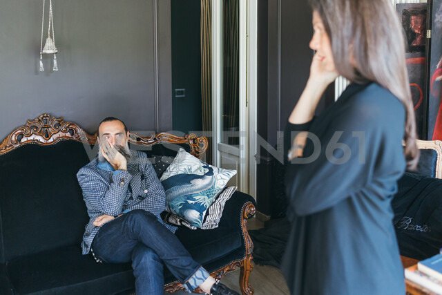 Couple discussing problem in living room - CUF47334