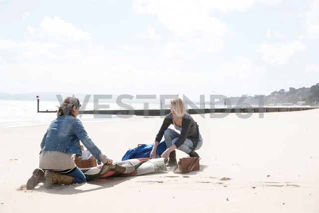 Sisters leaving after picnic on beach - CUF47712