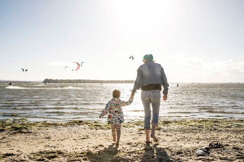 Mother and toddler girl on beach - CUF47739