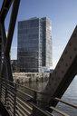 Deutschland, Hamburg, HafenCity, Modernes Bürogebäude - WIF03736