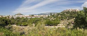 Panoramablick von antiker Agora auf Stoa von Attalus und Akropolis, Panorama, Athen, Griechenland - MAMF00355