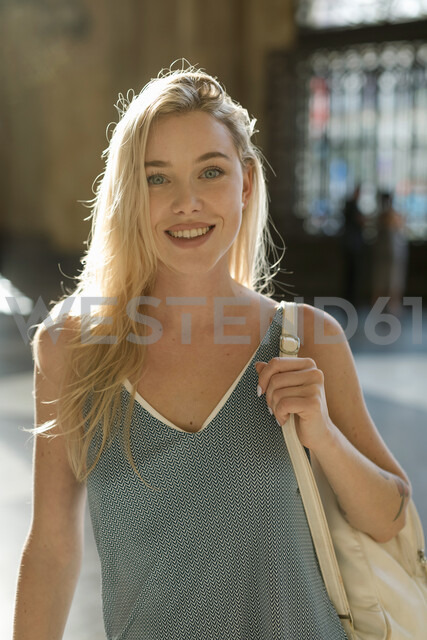 Beautiful blond woman in the city. Barcelona, Spain. - MAUF02321