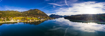 Luftaufnahme, Deutschland, Bayern, Oberbayern, Walchensee, Kochel am See am Abend - AMF06697