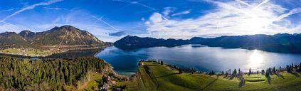 Luftaufnahme, Deutschland, Bayern, Oberbayern, Walchensee, Kochel am See am Abend - AMF06706