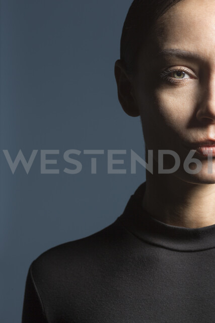 studio portraits of a sporty woman - VGF00183