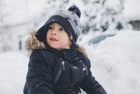 Winter portrait of a toddler. Zrenjanin, Serbia - MOMF00583
