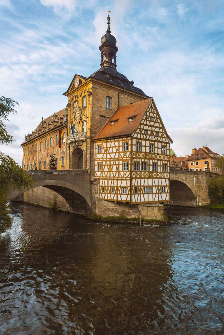 Germany, Bavaria, Bamberg, Old town hall, Obere Bruecke and Regnitz river - TAMF01137 - A. Tamboly/Westend61
