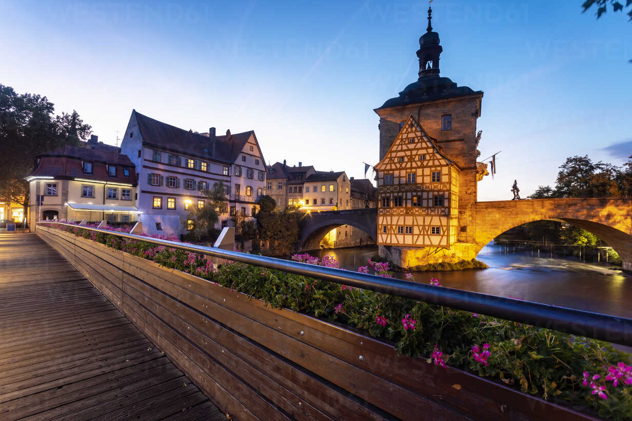 Germany, Bavaria, Bamberg, Old town hall, Obere Bruecke and Regnitz river at dusk - TAMF01158 - A. Tamboly/Westend61