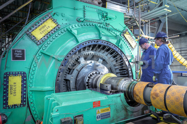 Engineers inspecting generator in nuclear power station during outage - CUF47951 - Monty Rakusen/Westend61