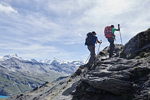 Hiker friends in Mont Cervin, Matterhorn, Valais, Switzerland - CUF48379
