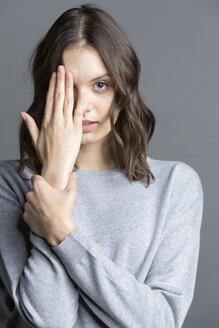 studio portraits of young woman (22) - VGF00192