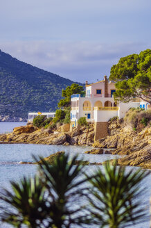 Spain, Mallorca, Sant Elm, remote house at coast - THAF02411