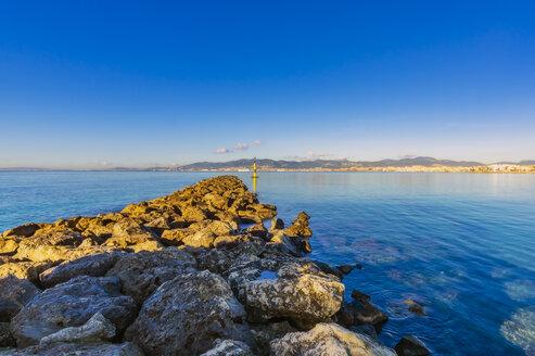 Spain, Mallorca, jetty near Portixol - THAF02427