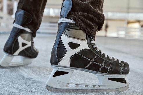 Serbia, Novi Sad, Ice skating, Man, Skates - ZEDF01792