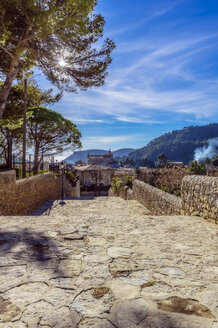 Spain, Baleares, Mallorca, Valldemossa, empty way - THAF02455