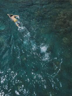 Man snorkeling in ocean - KNTF02608