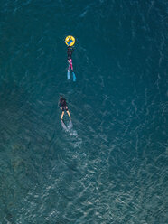 Freedivers with buoy in ocean - KNTF02614
